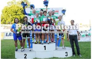 La neo Campionessa Italiana in due specialità, Antonella Rutigliano (al centro del gruppo)